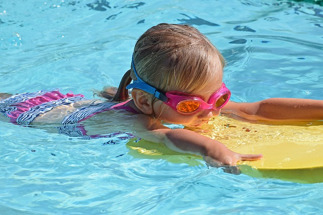 plavání s destičkou.jpg