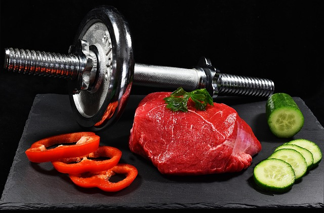maso, činka, okurka a paprika